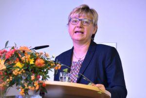 Niedersachsens Kultusministerin Frauke Heiligenstadt gratuliert zum Neubau